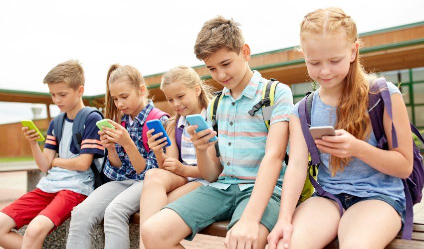 Mohu si děti vypěstovat závislost na mobilním telefonu?